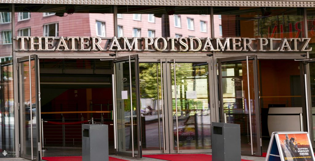 theater am potsdamer platz in berlin. Black Bedroom Furniture Sets. Home Design Ideas