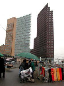 Strassenverkauf am Potsdamer Platz 2001
