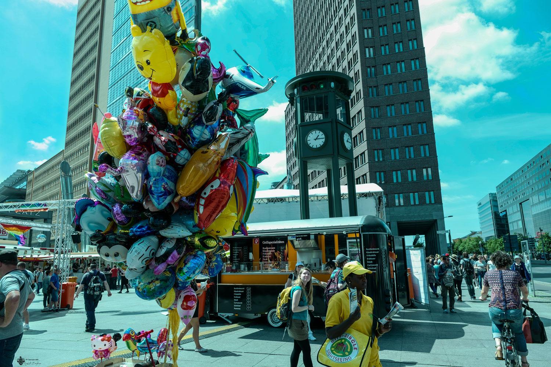 Bunte Welt am Potsdamer Platz