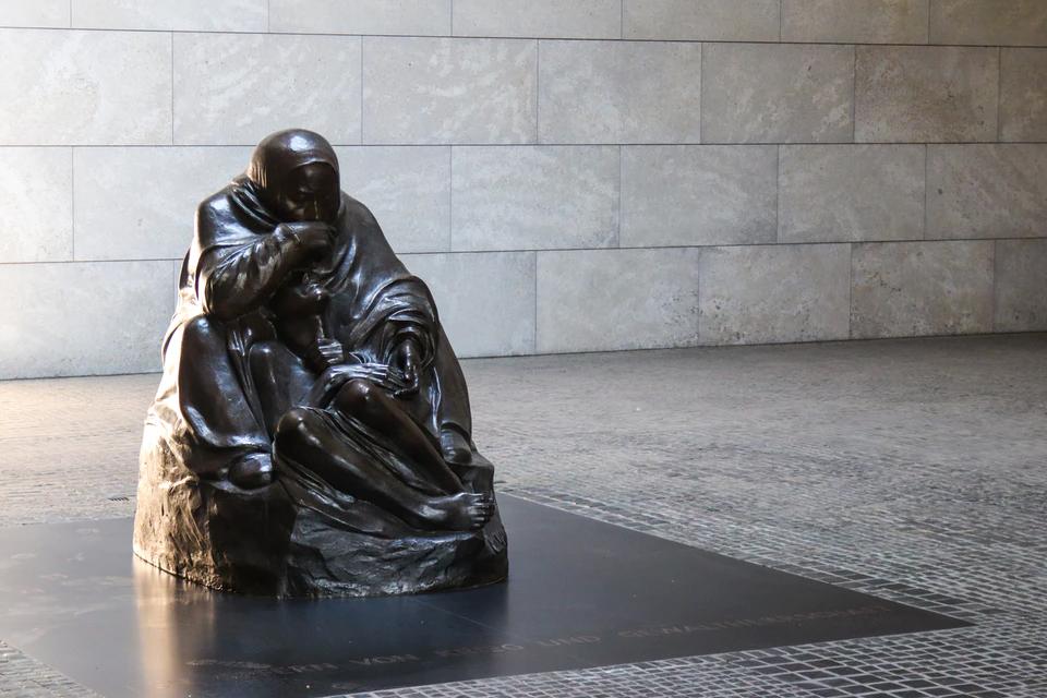Kunstgießerei Berlin - Skulptur in der Neuen Wache
